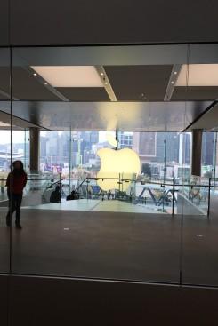 16-Apple Store 1