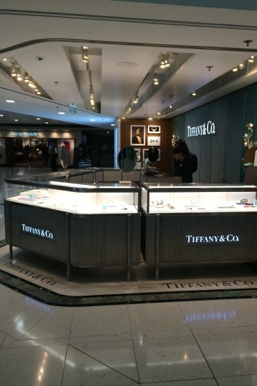 37-Airport Tiffany&Co